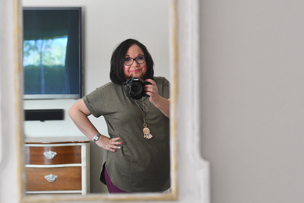 Lina taking a pic in her favorite Kohl's top