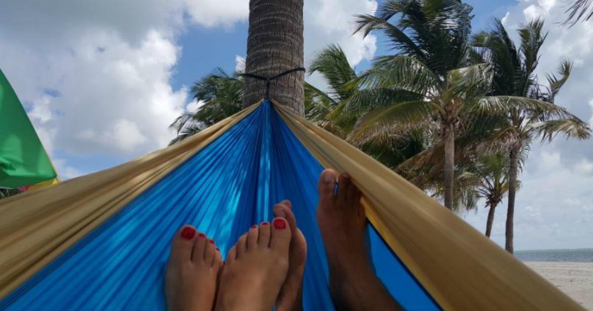 feet in double hammock