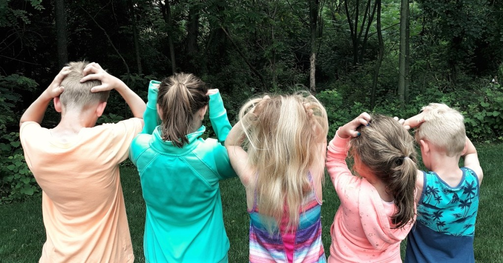 5 children scratching their heads from the back
