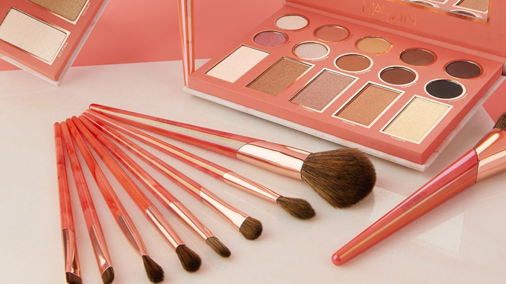 bh cosmetics brushes and palette