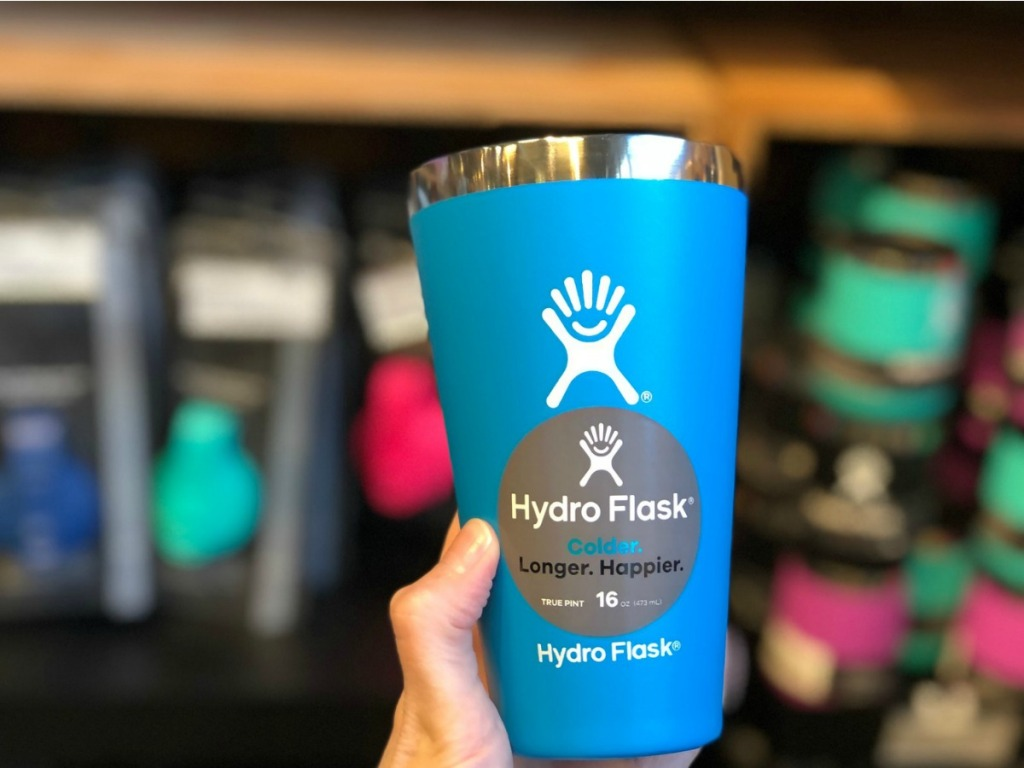 hand holding Hydro Flask 16oz Pint in sporting goods store