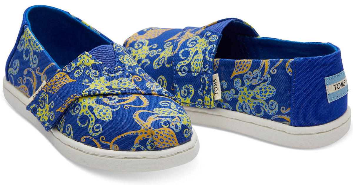 Tiny Toms Classic Canvas in blue and octopus glow in the dark on white background