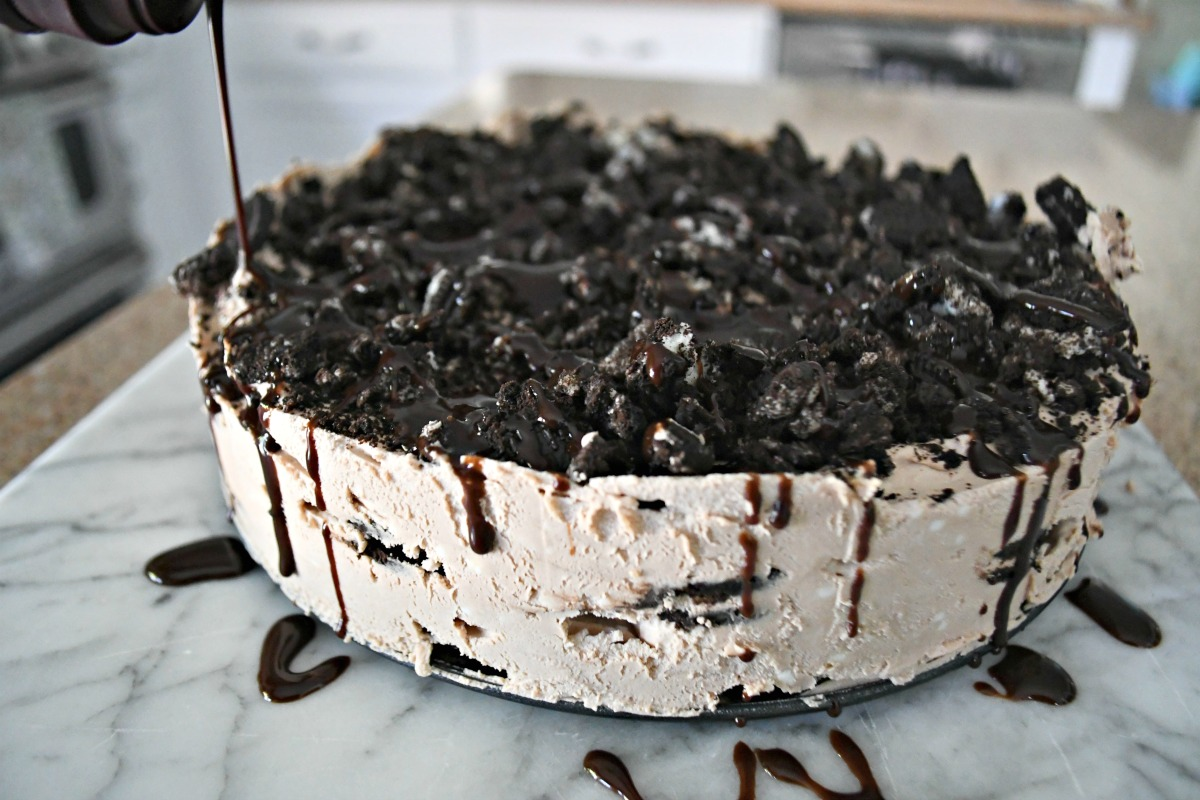 chocolate drizzle on the oreo cake