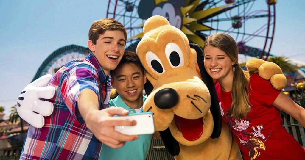 goofy selfie at disney land