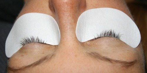 Eyelash Extensions vs. False Eyelashes: Which is Better (& Are They Really Worth It)?!