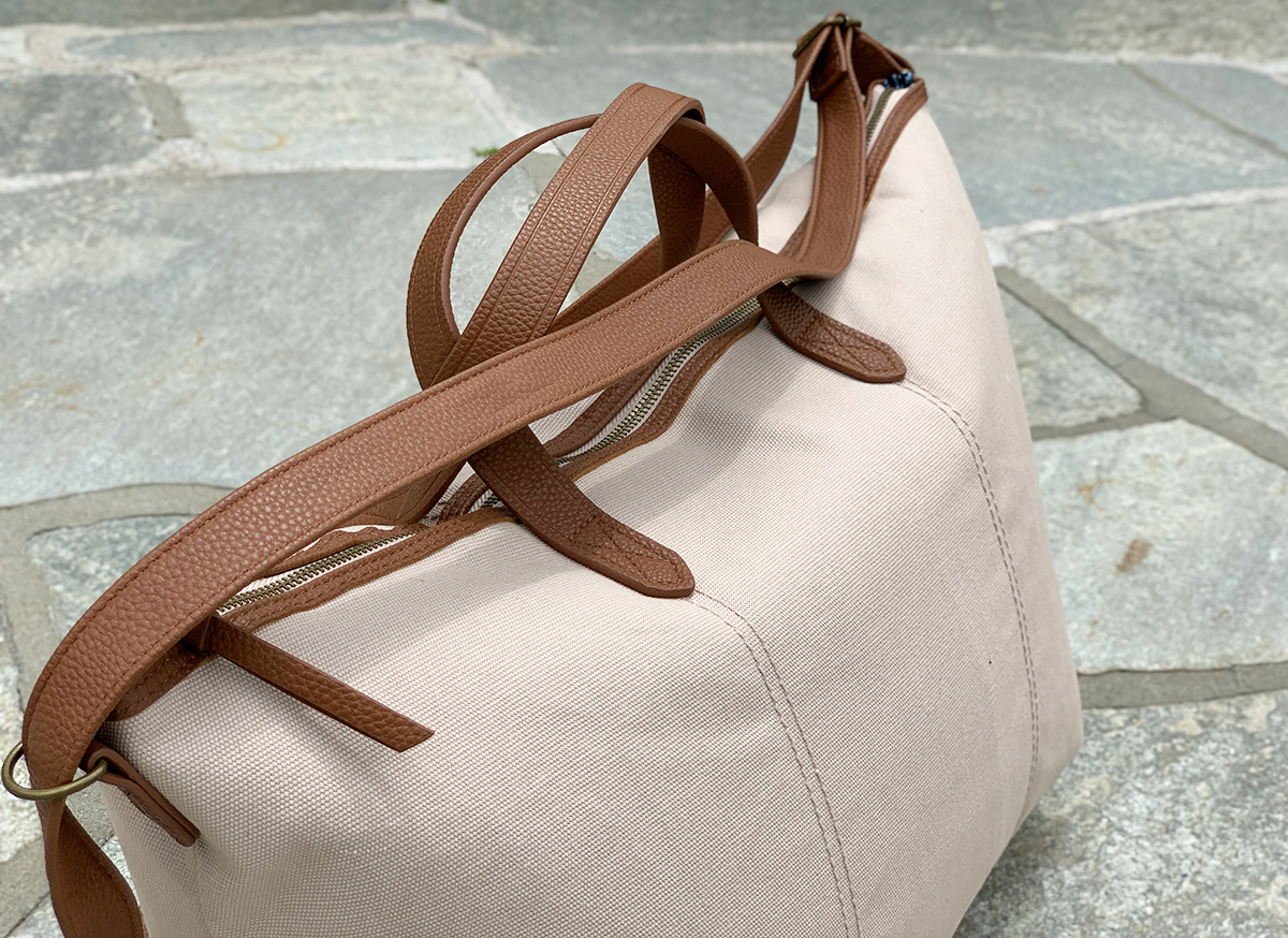 time and tru cream and tan weekender bag zoomed in on handles and zipper