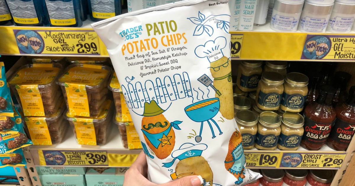 hand holding trader joes potato chips