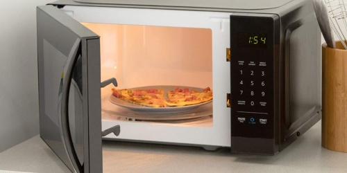 Amazon Prime | AmazonBasics Microwave w/ Echo Dot 3rd Generation Only $60 (Regularly $110)