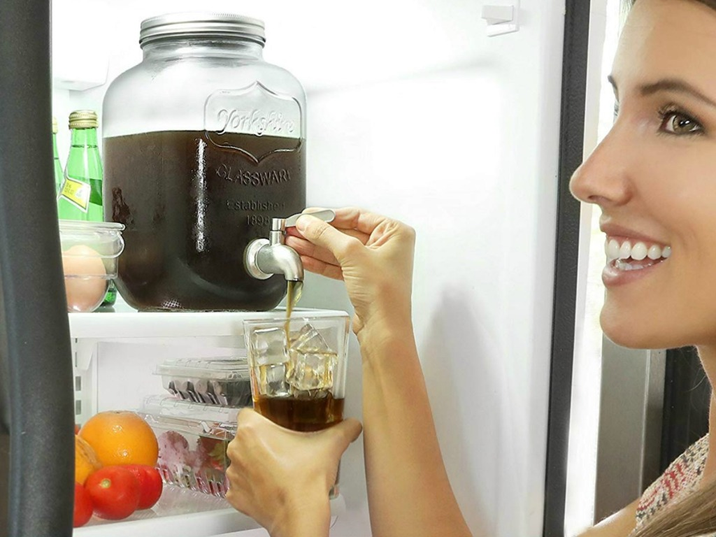 lady making a cold brew coffee