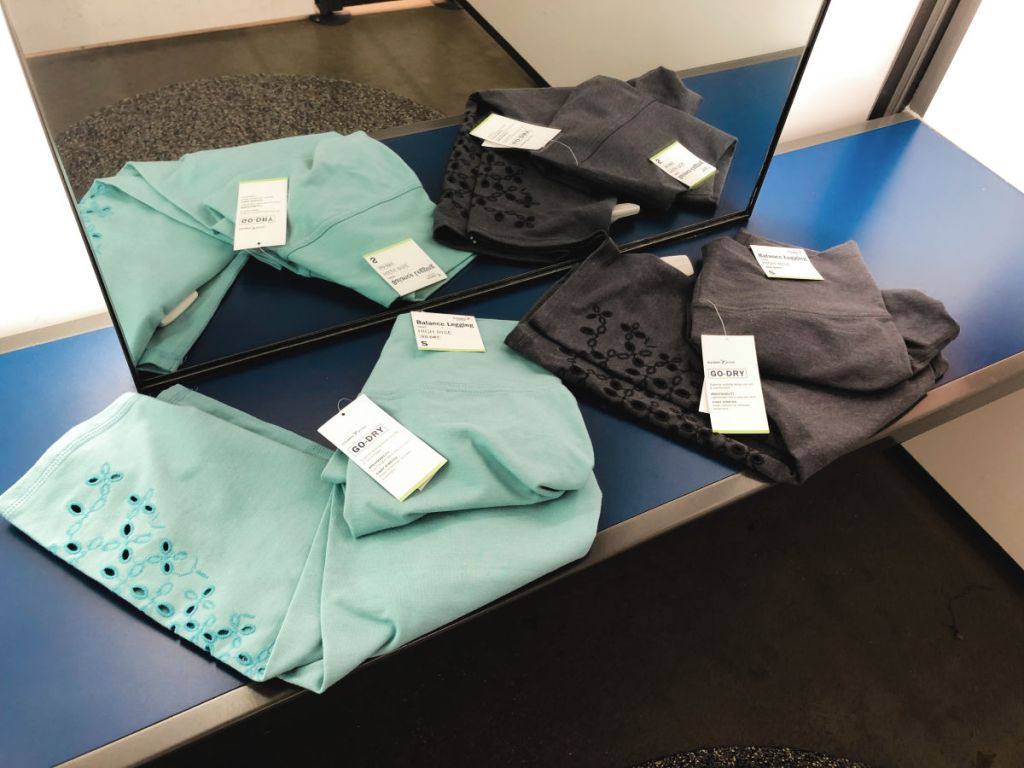 black and teal Old Navy Active Balance Leggings in dressing room