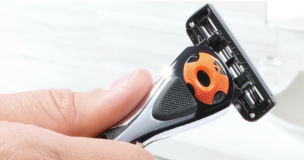 Solimo Men's Razor being held by a man's hand