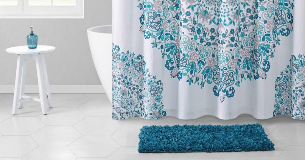 shower curtain, rug and bathrrom decor in bathroom