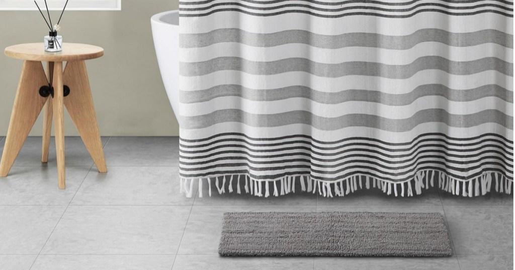 shower curtian, rug and bathroom decor in bathroom