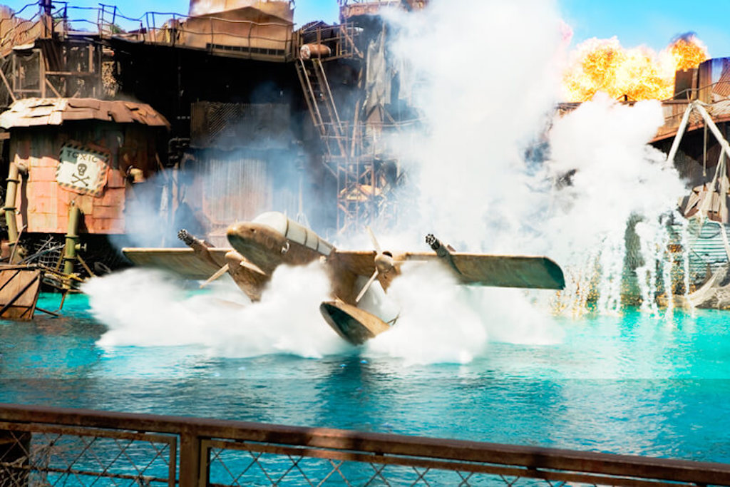 Plane landing in the water at Waterworld Universal Studios Hollywood