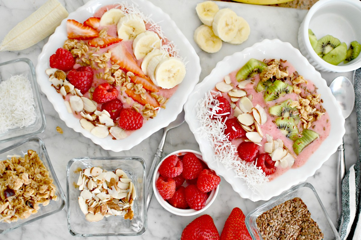 smoothie bowls with toppings
