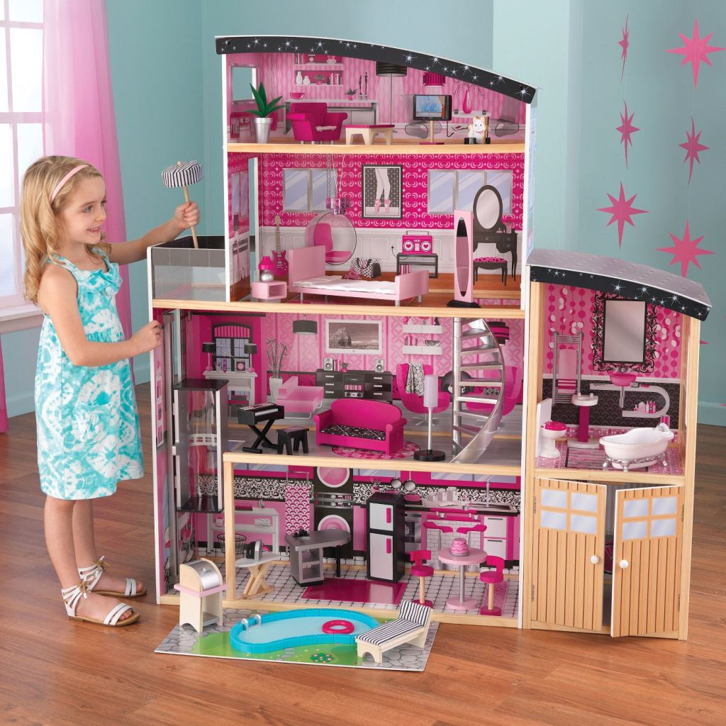 Sparkle Mansion in gril's room with girl playing