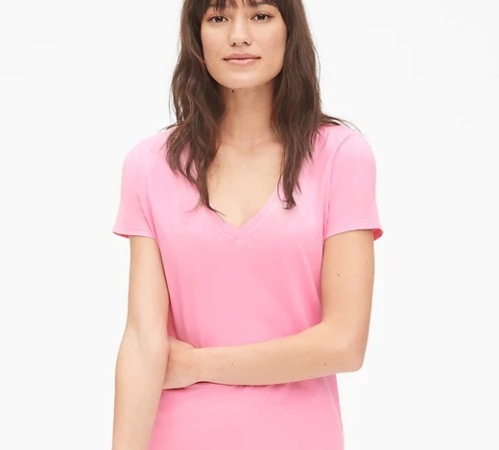 woman wearing pink v-neck tee