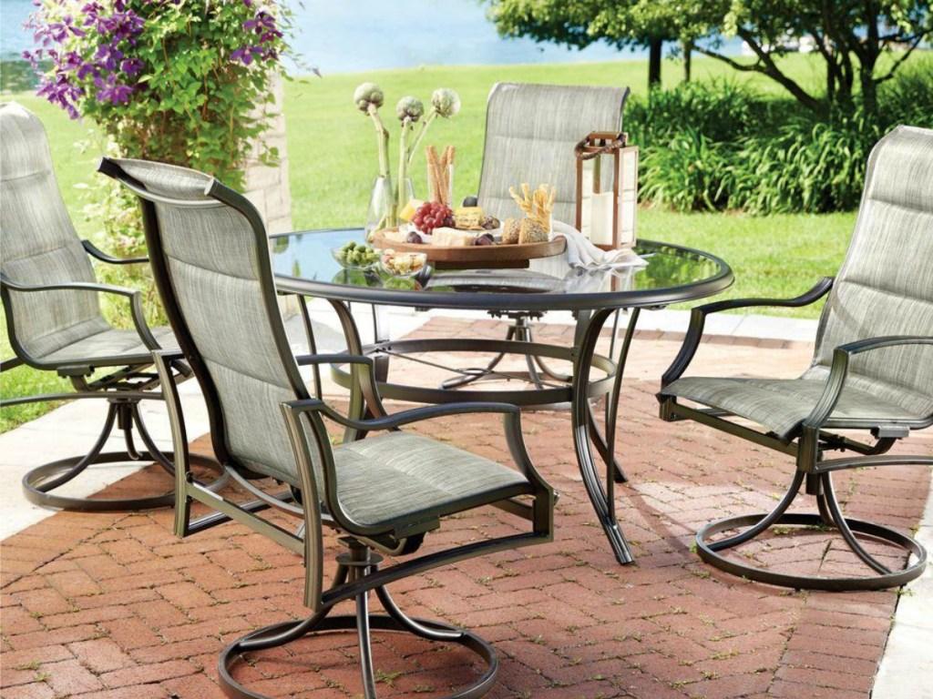 Hampton Baby 5-piece dining set on patio