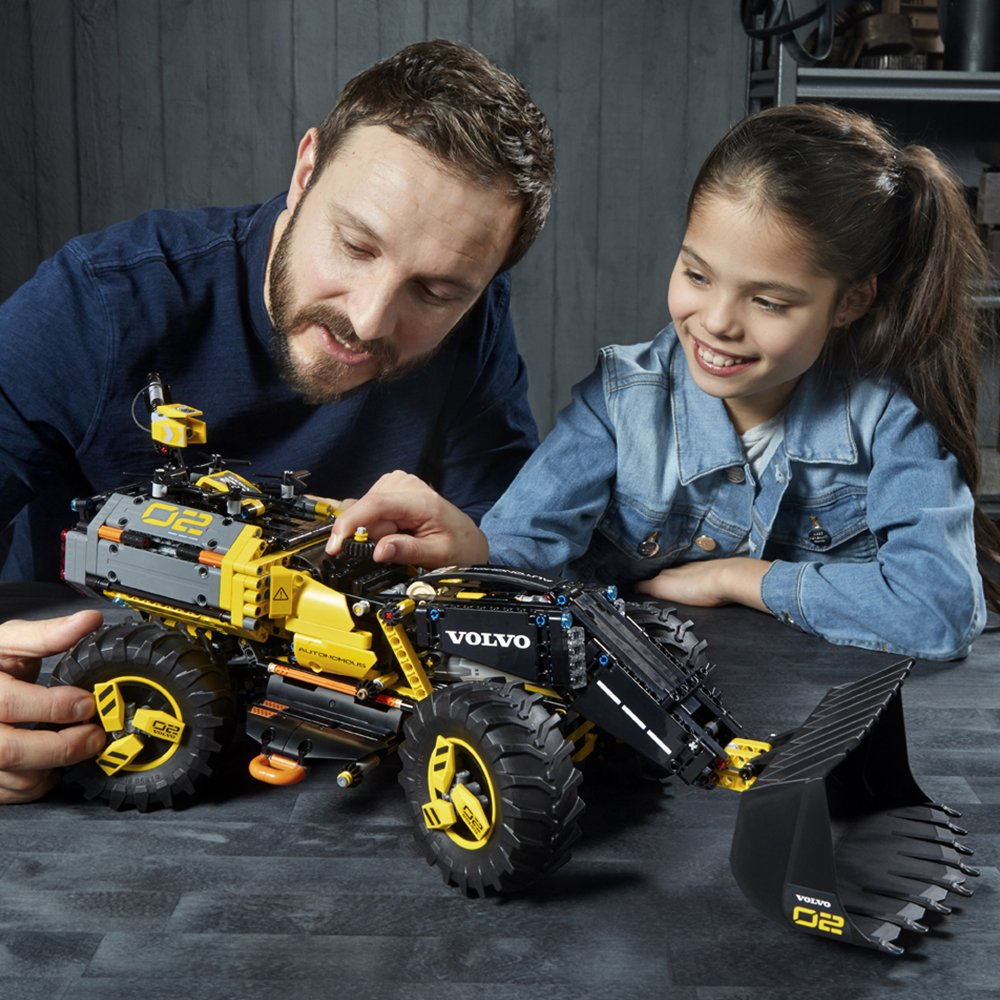 people playing with LEGO Technic Volvo Concept Wheel Loader ZEUX set