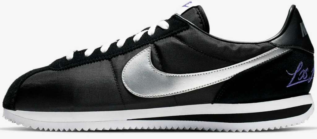 Men's shoes in black with shiny silver nike swoosh