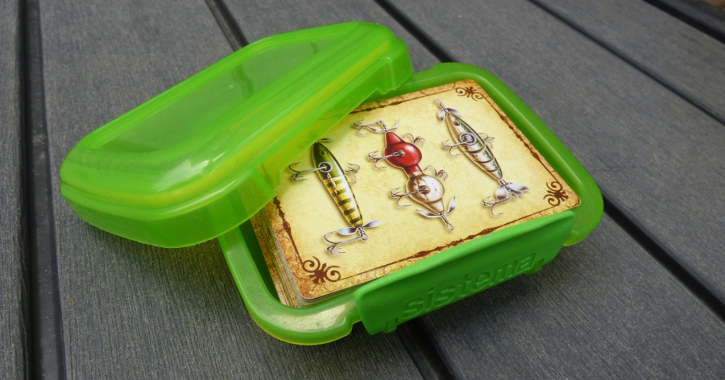 deck of cards in Sistema snack container