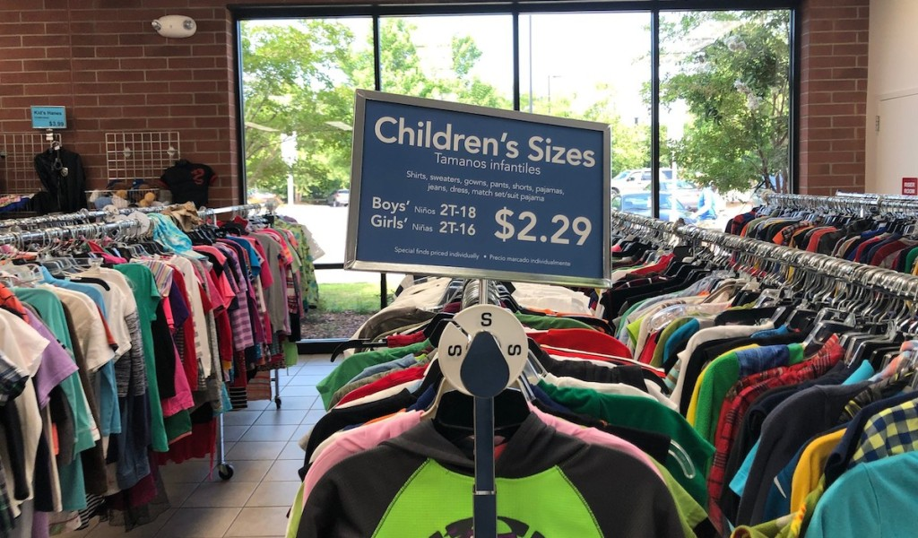 children's sizes sign at goodwill