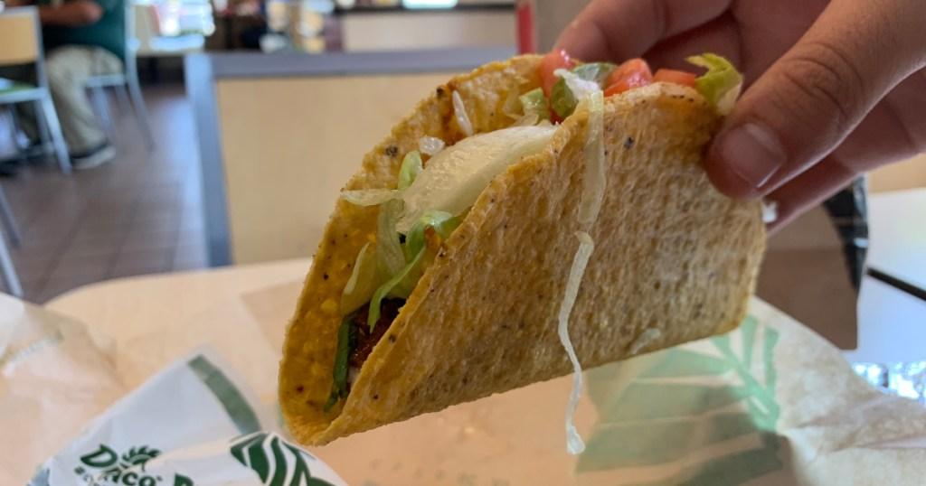 Del Taco Beyond Avacado Taco