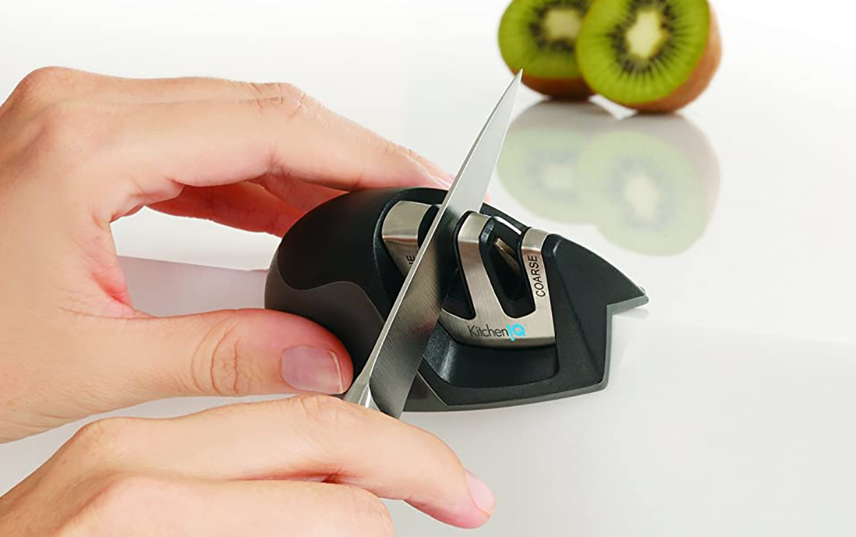 hand sharpening knife blade in sharpening tool