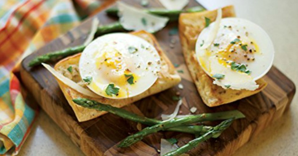poached eggs on toast with asparagus