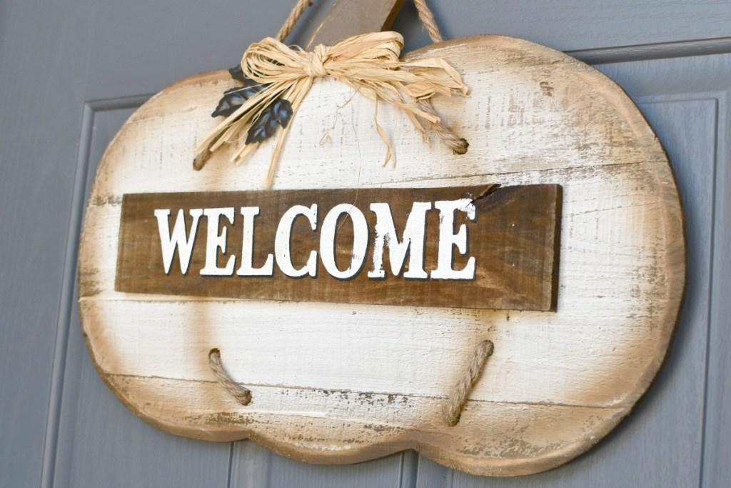 welcome pumpkin pallet sign