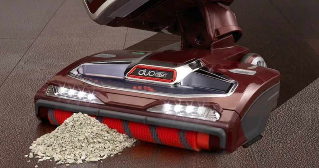 DuoClean Shark Vacuum Cleaning dust