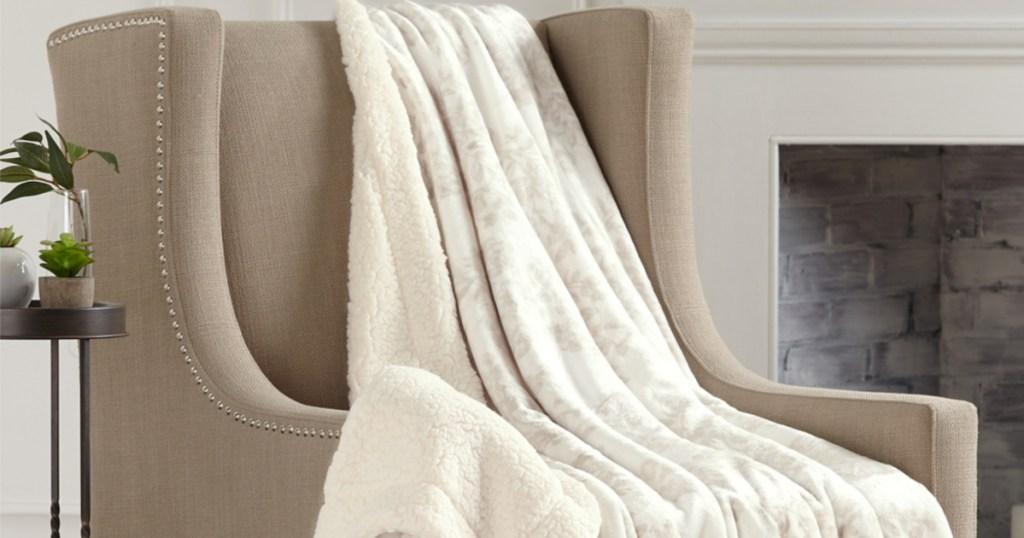 Home Fashion Toile Taupe Berber Velvet Plush Throw