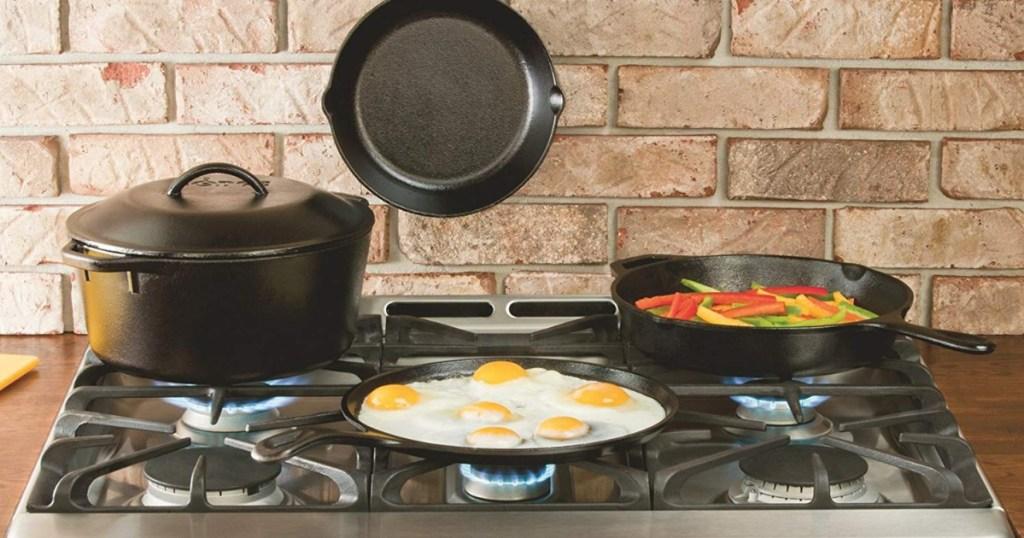 lodge cast iron fajita set on stove