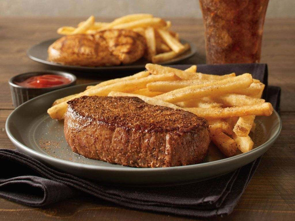 Outback Steak dengan kentang goreng