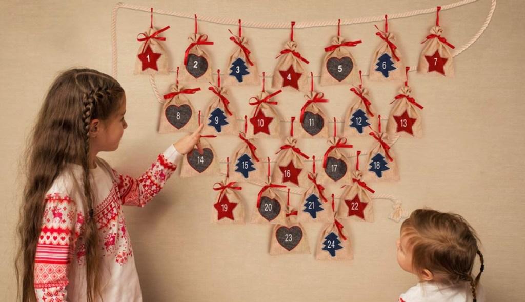 Hanging burlap garland Advent calendar
