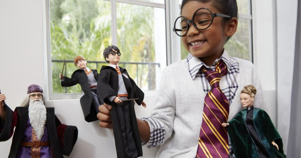 girl playing with harry potter barbie dolls