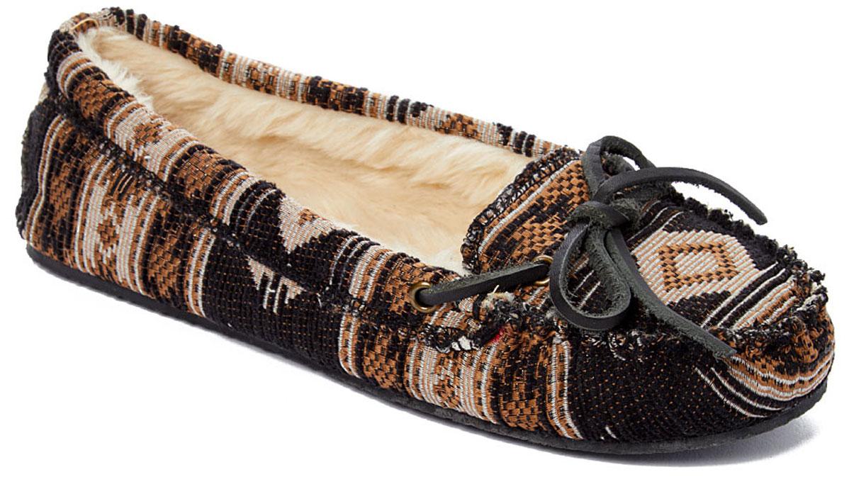 stock image of minnetonka black serape slipper
