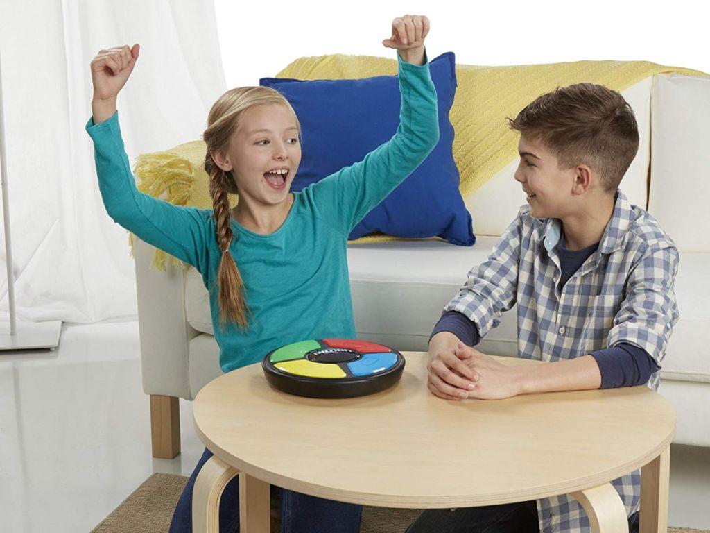 kids playing simon game