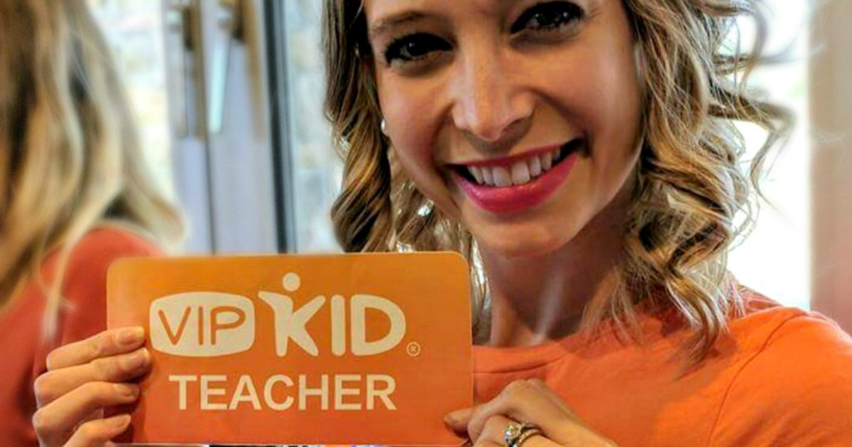 teacher holding vipkid teacher sign