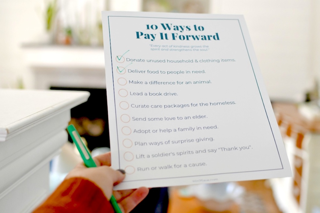 hand holding pay it forward printable