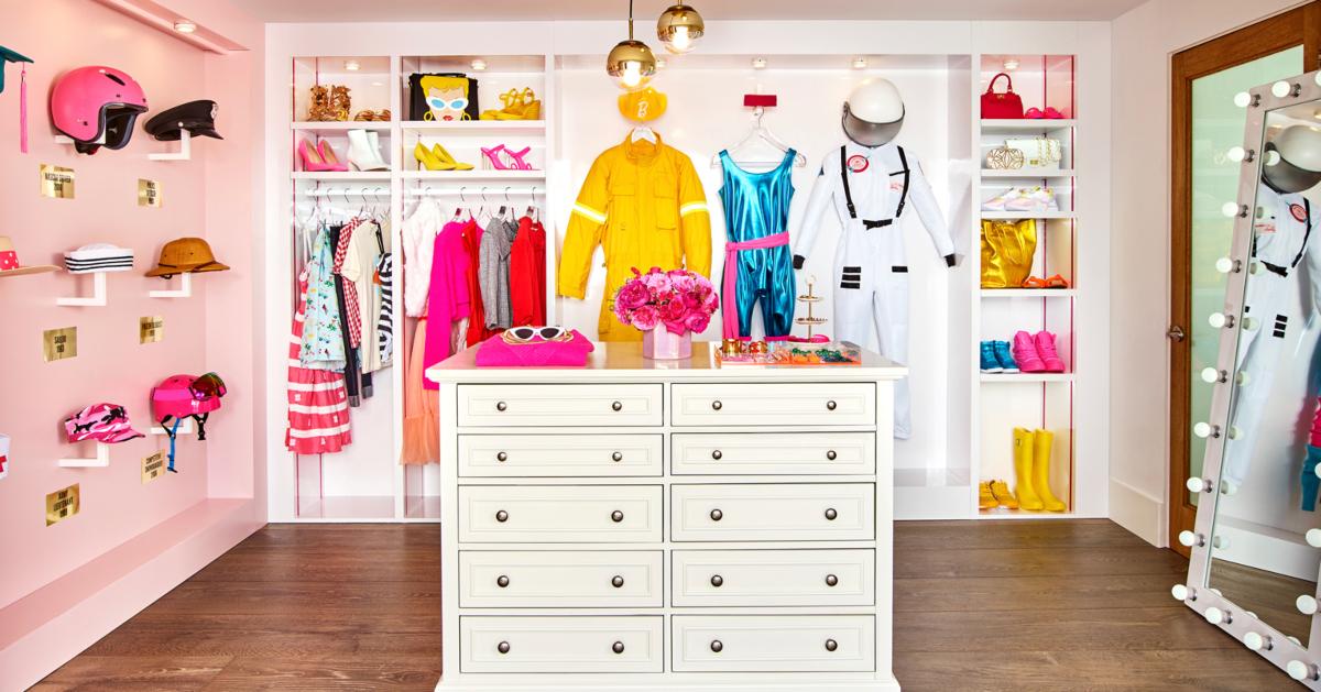 Barbie DreamHouse Airbnb closet