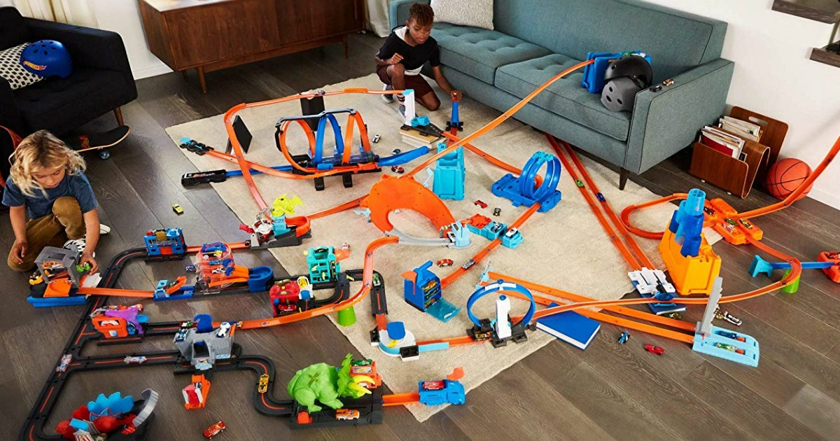 kids playing with Hot Wheels