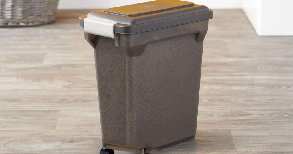 IRIS Premium Airtight 22 Pound Pet Food Storage Container (1)