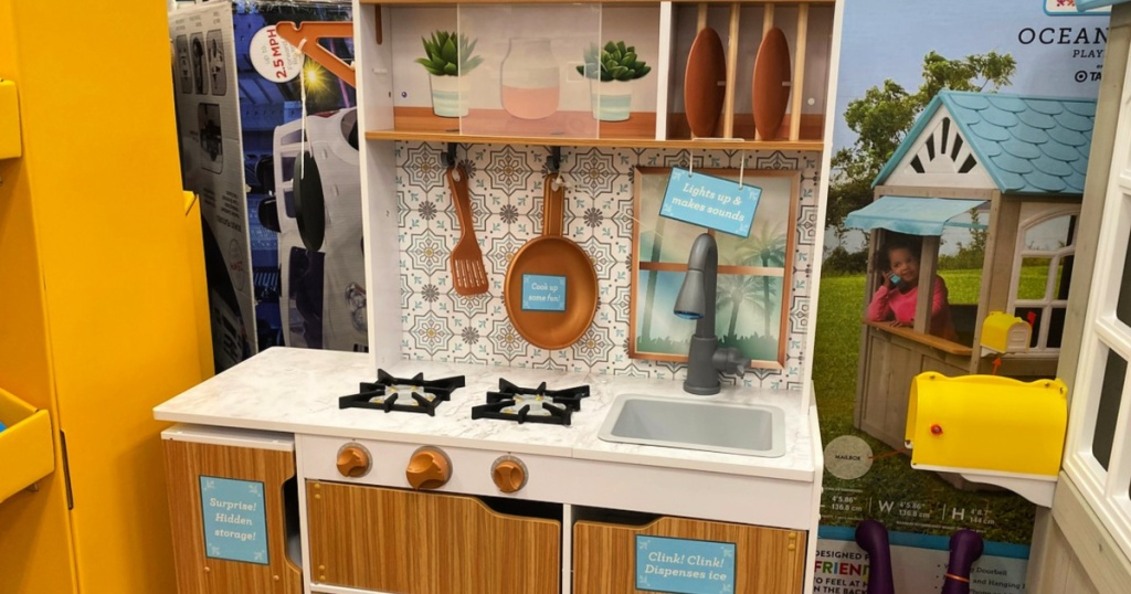 KidKraft Taverna Play Kitchen display