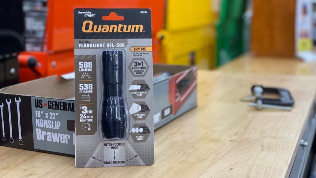 Quantum 588 Flashlight
