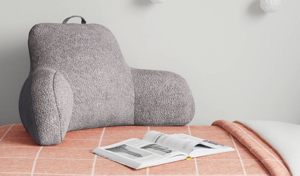 Room Essentials Sherpa Bed Rest