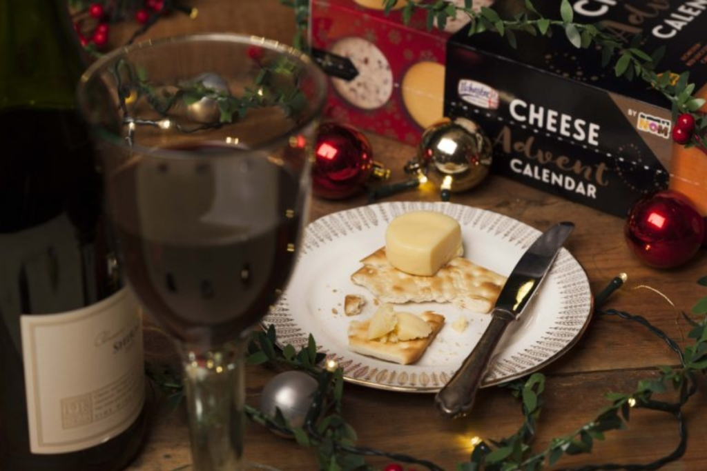 Wine with cheese and crackers