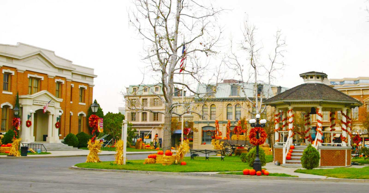 Stars Hollow town square