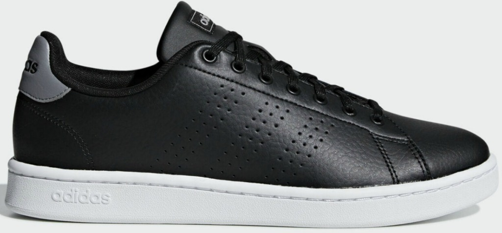 Men's shoe in black with white soles