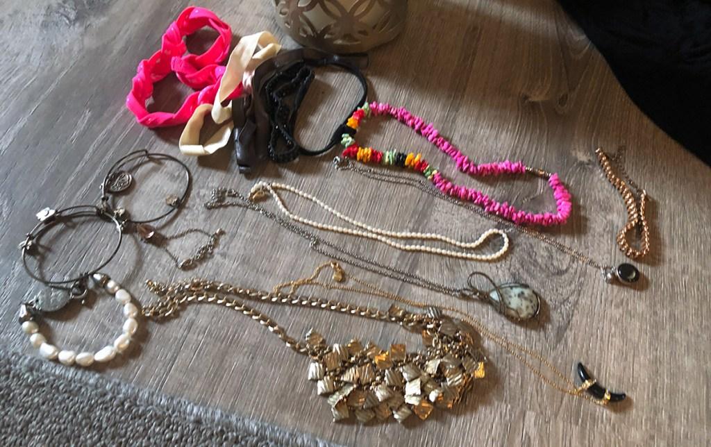 Jewelry arrangement